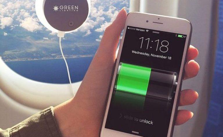 Зарядное устройство на основе фотоэлементов: теперь можно в самолёте