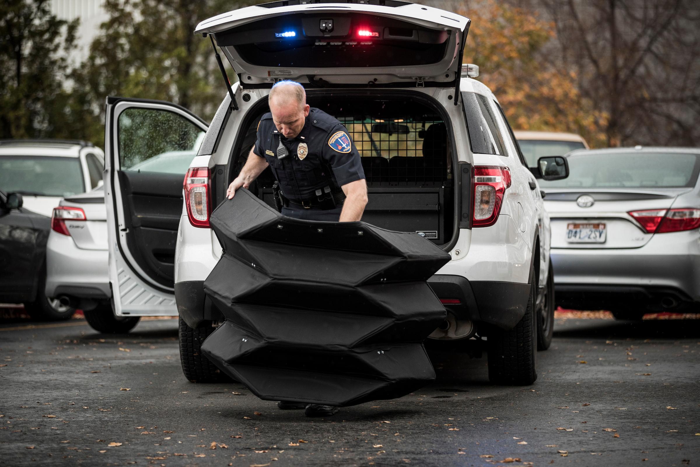 В США испытали пуленепробиваемый щит-оригами