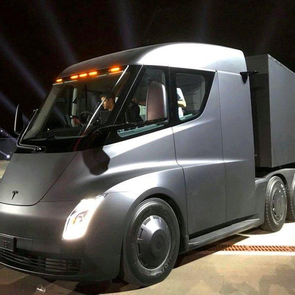 Tesla,автомобиль,беспилотник, Семи пядей во лбу: электрический грузовик с автопилотом Tesla Semi Truck